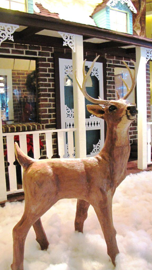 gingerbread-house-chocolate-reindeer